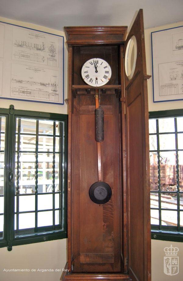 Reloj patrón de estación. Museo del Tren.
