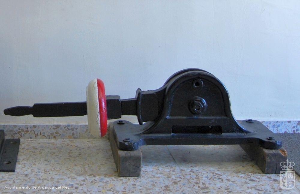Cerrojo de autorización de aguja. Museo del Tren.