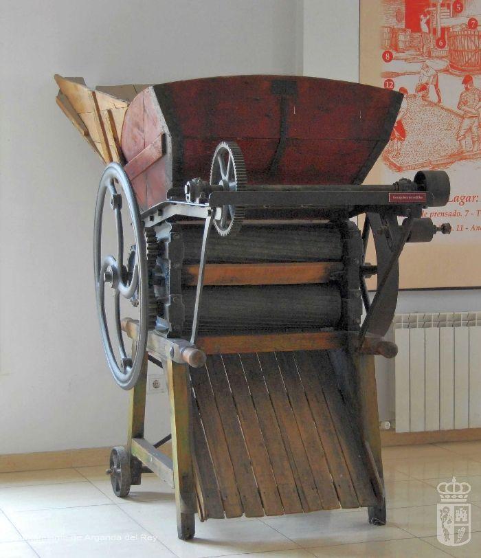 Estrujadora de rodillo. Museo del Vino.