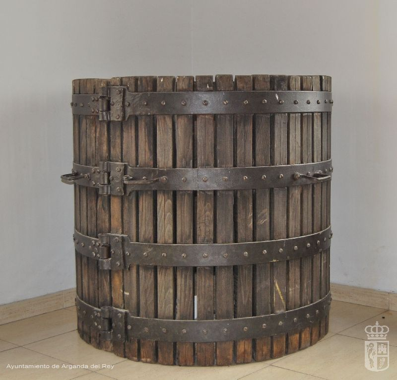 Jaula de prensa de tornillo. Museo del Vino.