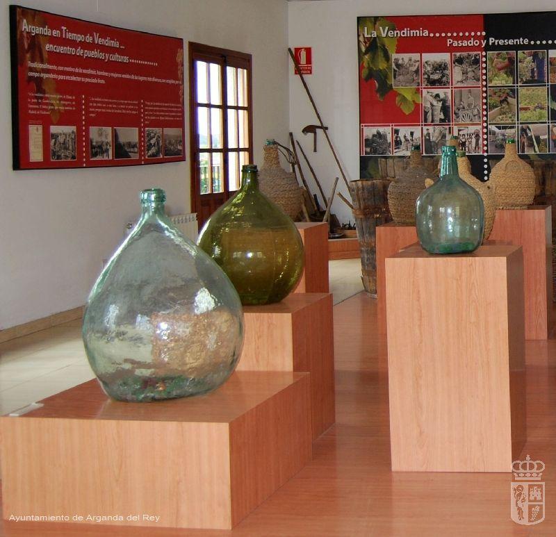 Garrafas de cristal. 3 unidades. Museo del Vino.