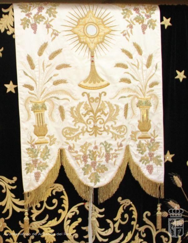 Estandarte blanco. Ermita de la Soledad.