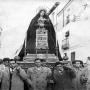 Refª nº: 0359-03. Procesión de Semana Santa con Juan Leiva, Tomás Peco y Julio de la Torre. Año 1945.  Foto de Benito de la Torre Aguilar
